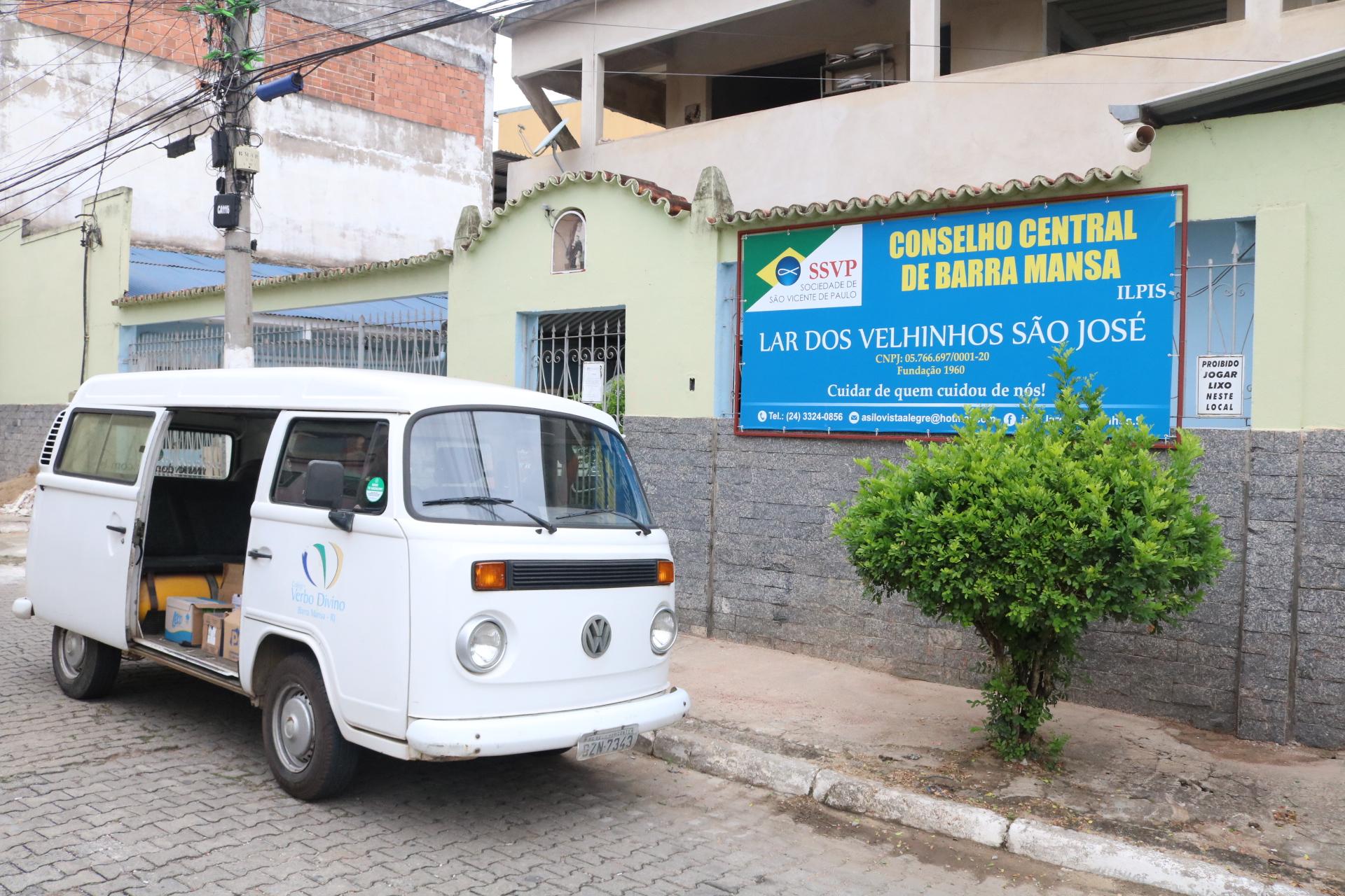 CVD entrega mais de 100 litros de leite a Asilo de Barra Mansa